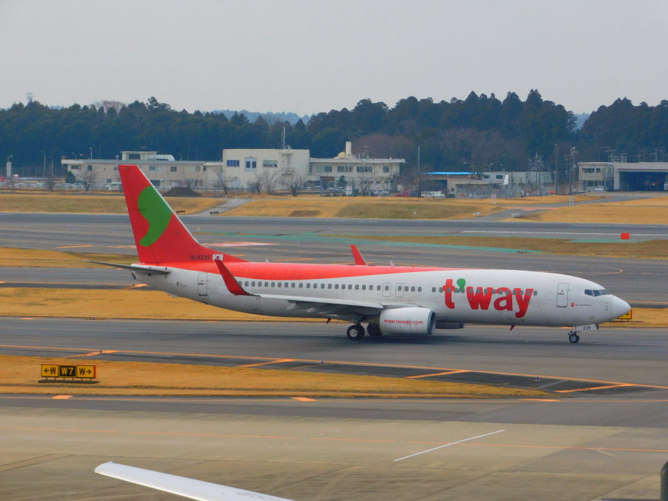 さんまるエアラインさんのティーウェイ航空 Boeing 737-800 (HL8235) 航空フォト
