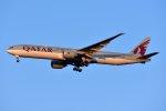 islandsさんが、成田国際空港で撮影したカタール航空 777-3DZ/ERの航空フォト(飛行機 写真・画像)