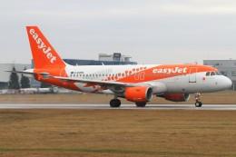 BTYUTAさんが、ヴァーツラフ・ハヴェル・プラハ国際空港で撮影したイージージェット A319-111の航空フォト(飛行機 写真・画像)