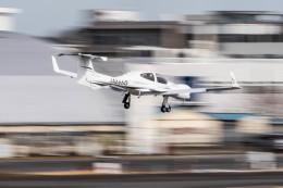NCT310さんが、調布飛行場で撮影した日本法人所有 DA42 TwinStarの航空フォト(飛行機 写真・画像)