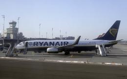 planetさんが、ベルリン・テーゲル空港で撮影したライアンエア 737-8ASの航空フォト(飛行機 写真・画像)