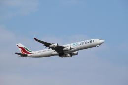 mojioさんが、成田国際空港で撮影したスリランカ航空 A340-312の航空フォト(飛行機 写真・画像)
