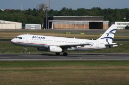 NIKEさんが、ベルリン・テーゲル空港で撮影したエーゲ航空 A320-232の航空フォト(飛行機 写真・画像)