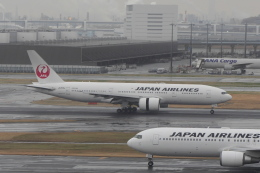 mich_stoneさんが、羽田空港で撮影した日本航空 777-246/ERの航空フォト(飛行機 写真・画像)