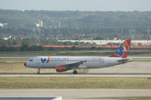 meijeanさんが、パリ シャルル・ド・ゴール国際空港で撮影したウインド・ジェット A320-212の航空フォト(飛行機 写真・画像)