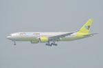 LEGACY-747さんが、香港国際空港で撮影したジンエアー 777-2B5/ERの航空フォト(飛行機 写真・画像)