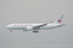 LEGACY-747さんが、香港国際空港で撮影したエア・カナダ 777-233/LRの航空フォト(飛行機 写真・画像)