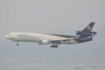 LEGACY-747さんが、香港国際空港で撮影したUPS航空 MD-11Fの航空フォト(飛行機 写真・画像)