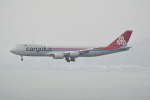 LEGACY-747さんが、香港国際空港で撮影したカーゴルクス 747-8R7F/SCDの航空フォト(飛行機 写真・画像)