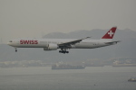 LEGACY-747さんが、香港国際空港で撮影したスイスインターナショナルエアラインズ 777-3DE/ERの航空フォト(飛行機 写真・画像)