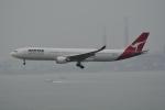 LEGACY-747さんが、香港国際空港で撮影したカンタス航空 A330-303の航空フォト(飛行機 写真・画像)