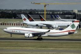 planetさんが、ロンドン・ヒースロー空港で撮影したミドル・イースト航空 A330-243の航空フォト(飛行機 写真・画像)