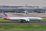 aki241012さんが、羽田空港で撮影したアメリカン航空 777-323/ERの航空フォト(飛行機 写真・画像)