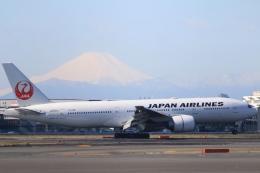 Hiro-hiroさんが、羽田空港で撮影した日本航空 777-246/ERの航空フォト(飛行機 写真・画像)