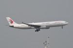 kuro2059さんが、香港国際空港で撮影した中国東方航空 A330-343Xの航空フォト(飛行機 写真・画像)