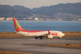Gripen-YNさんが、関西国際空港で撮影したティーウェイ航空 737-8KGの航空フォト(飛行機 写真・画像)