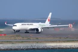 okaoka36さんが、那覇空港で撮影した日本航空 A350-941XWBの航空フォト(飛行機 写真・画像)