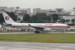 VEZEL 1500Xさんが、シンガポール・チャンギ国際空港で撮影した中国東方航空 A330-243の航空フォト(飛行機 写真・画像)