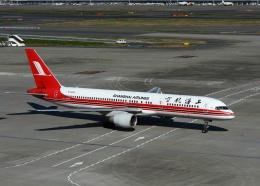 Leerzeichenさんが、羽田空港で撮影した上海航空 757-26Dの航空フォト(飛行機 写真・画像)