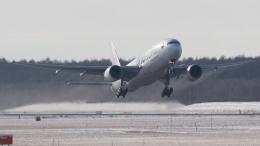 Bomb A Headさんが、新千歳空港で撮影した日本航空 777-246の航空フォト(飛行機 写真・画像)