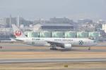 LEGACY-747さんが、伊丹空港で撮影した日本航空 777-246の航空フォト(飛行機 写真・画像)
