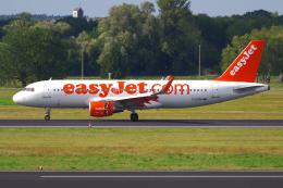 PASSENGERさんが、ベルリン・テーゲル空港で撮影したイージージェット A320-214の航空フォト(飛行機 写真・画像)