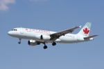 NIKEさんが、トロント・ピアソン国際空港で撮影したエア・カナダ A320-211の航空フォト(飛行機 写真・画像)