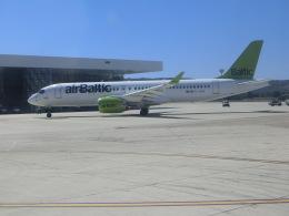 ヒロリンさんが、スプリト空港で撮影したエア・バルティック A220-300 (BD-500-1A11)の航空フォト(飛行機 写真・画像)