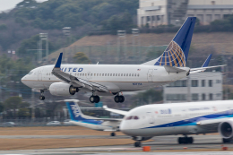 Y-Kenzoさんが、福岡空港で撮影したユナイテッド航空 737-724の航空フォト(飛行機 写真・画像)