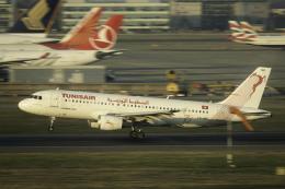 planetさんが、ロンドン・ヒースロー空港で撮影したチュニスエア A320-214の航空フォト(飛行機 写真・画像)