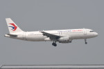 kuro2059さんが、香港国際空港で撮影した中国東方航空 A320-232の航空フォト(飛行機 写真・画像)
