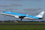 Hariboさんが、アムステルダム・スキポール国際空港で撮影したKLMシティホッパー ERJ-190-100(ERJ-190STD)の航空フォト(飛行機 写真・画像)