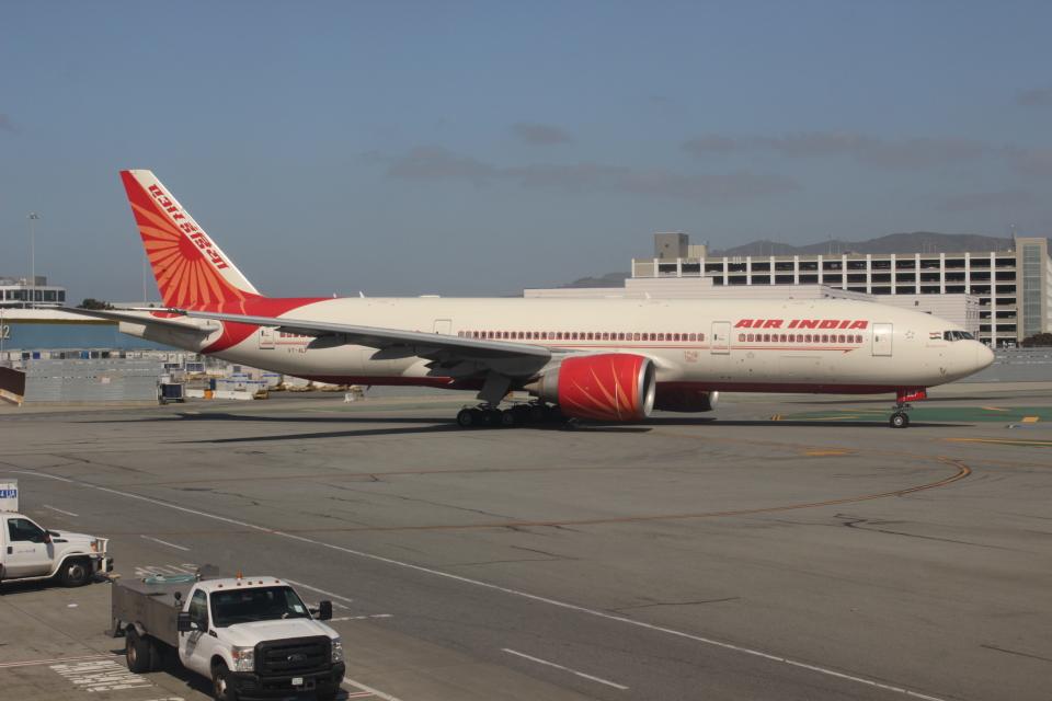 uhfxさんのエア・インディア Boeing 777-200 (VT-ALF) 航空フォト