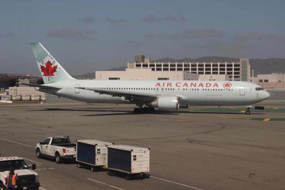 uhfxさんのエア・カナダ Boeing 767-300 (C-FTCA) 航空フォト
