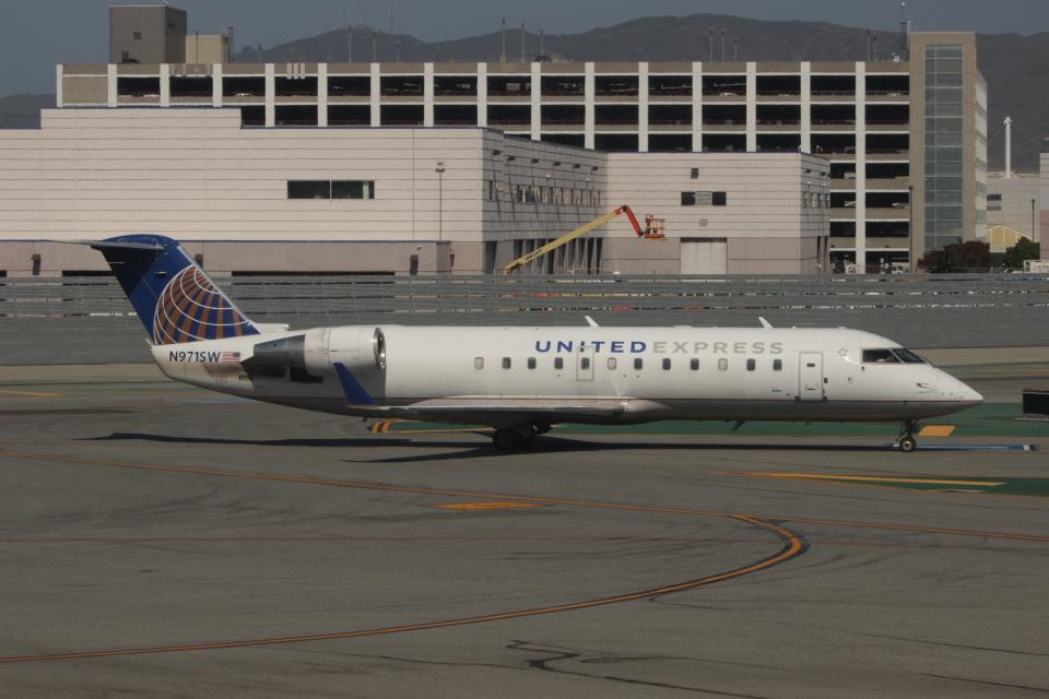 uhfxさんのスカイウエスト Bombardier CRJ-200 (N971SW) 航空フォト