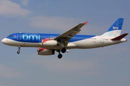 Hariboさんが、ロンドン・ヒースロー空港で撮影したbmi A320-232の航空フォト(飛行機 写真・画像)