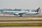 amagoさんが、広州白雲国際空港で撮影したカタール航空 777-3DZ/ERの航空フォト(飛行機 写真・画像)