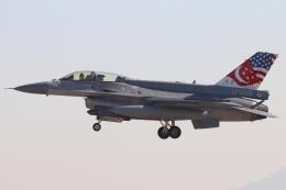 キャスバルさんが、ルーク空軍基地で撮影したシンガポール空軍 F-16DJ Fighting Falconの航空フォト(飛行機 写真・画像)