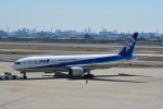 LEGACY-747さんが、伊丹空港で撮影した全日空 777-281/ERの航空フォト(飛行機 写真・画像)