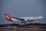 JA8037さんが、成田国際空港で撮影したカンタス航空 A330-303の航空フォト(飛行機 写真・画像)