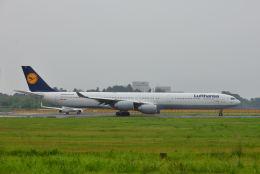 ポン太さんが、成田国際空港で撮影したルフトハンザドイツ航空 A340-642の航空フォト(飛行機 写真・画像)
