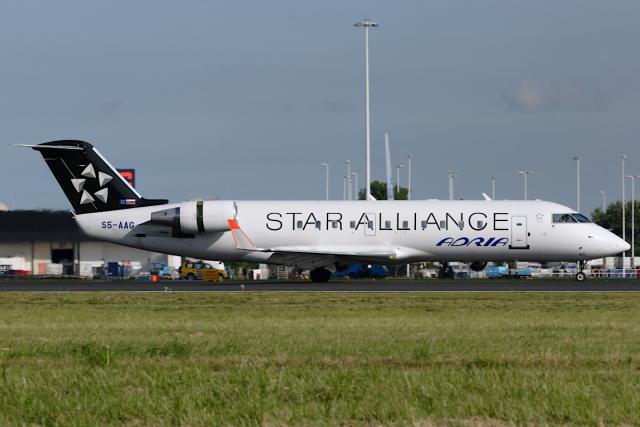 Hariboさんが、アムステルダム・スキポール国際空港で撮影したアドリア航空 CL-600-2B19 Regional Jet CRJ-200LRの航空フォト(飛行機 写真・画像)