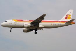 Hariboさんが、ロンドン・ヒースロー空港で撮影したイベリア航空 A320-214の航空フォト(飛行機 写真・画像)
