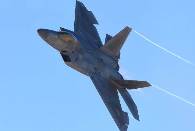 パラノイアさんが、ネリス空軍基地で撮影したアメリカ空軍 F-22A Raptorの航空フォト(飛行機 写真・画像)