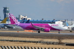 LEGACY-747さんが、成田国際空港で撮影したピーチ A320-214の航空フォト(飛行機 写真・画像)