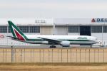 RUNWAY23.TADAさんが、成田国際空港で撮影したアリタリア航空 777-243/ERの航空フォト(飛行機 写真・画像)