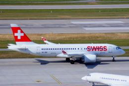 KAZKAZさんが、チューリッヒ空港で撮影したスイスインターナショナルエアラインズ BD-500-1A10 CSeries CS100の航空フォト(飛行機 写真・画像)