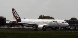kekeさんが、ル・ブールジェ空港で撮影したエアバス A320-111の航空フォト(飛行機 写真・画像)