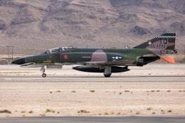 (新)ふぁんとむ改さんが、ネリス空軍基地で撮影したアメリカ空軍 QF-4Eの航空フォト(飛行機 写真・画像)
