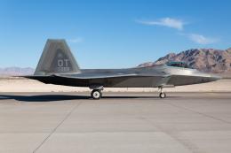 (新)ふぁんとむ改さんが、ネリス空軍基地で撮影したアメリカ空軍 F-22A-20-LM Raptorの航空フォト(飛行機 写真・画像)